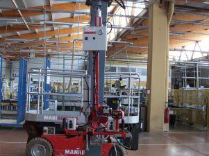 Palonnier à 2 ventouses, sous colonne semi-rigide, avec rotation et basculement motorisés
