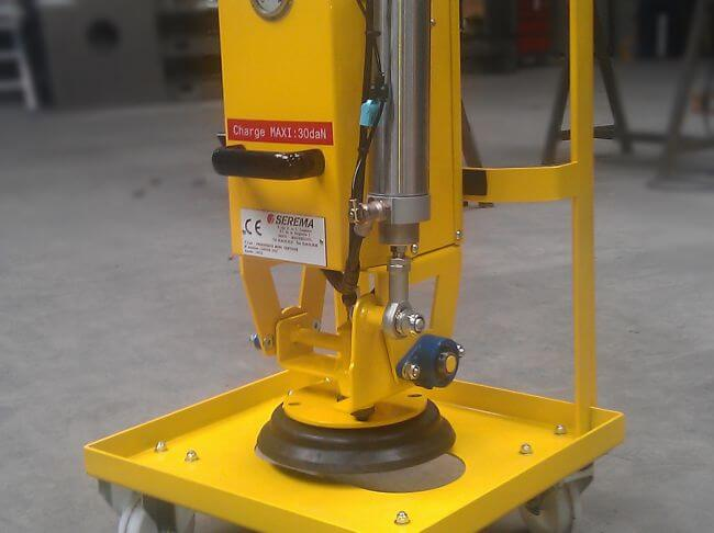 Palonnier mono-ventouse avec basculement à 90°, sur batterie, pour une charge jusqu'à 30kg